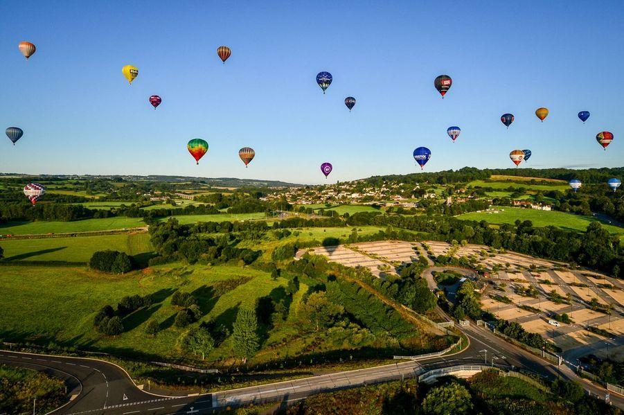 Le Bristol International Balloon Festival a dû s'adapter au coronavirus : un vol surprise a eu lieu dans le ciel britannique lundi 3 août.