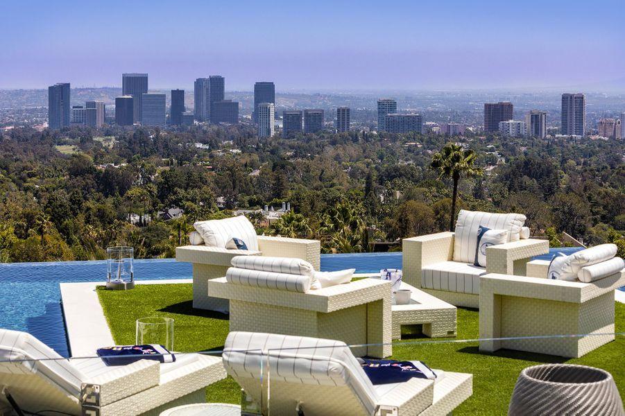 La piscine à débordement avec vue sur Los Angeles