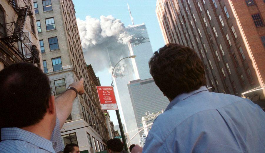 Alertés par la première attaque, les spectateurs du monde entier assistent en direct la plus grande agression terroriste de tous les temps.