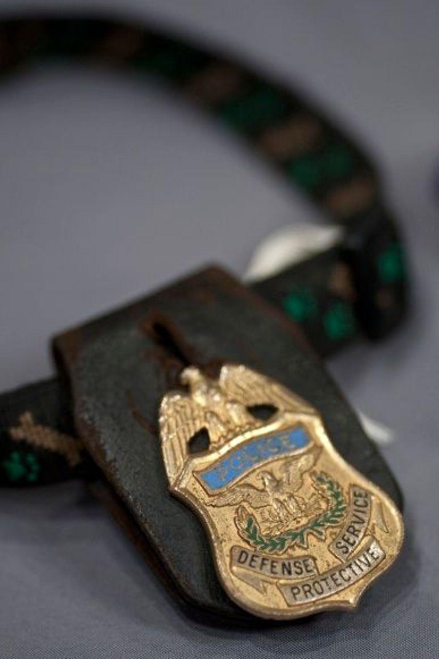 Le collier d'un chien renifleur de bombe, retrouvé sur le site du Pentagone.