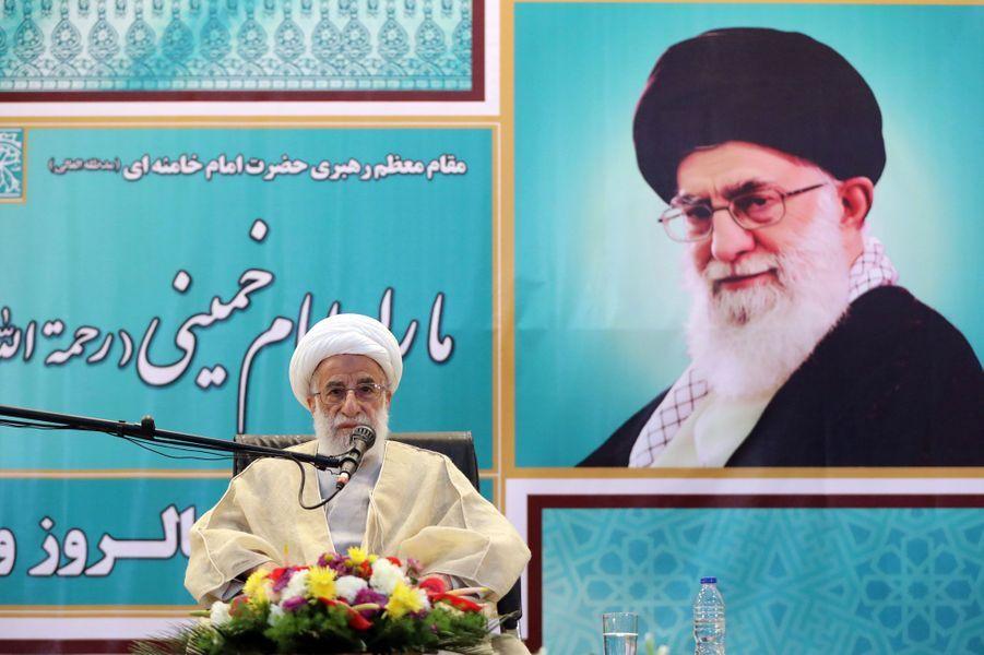 Ahmad Jannati, président de l'Assemblée des experts, délivre un discourspour le 40e anniversaire de la Révolution iranienne.