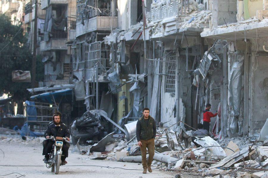 A Alep, le régime syrien a intensifié les bombardements.