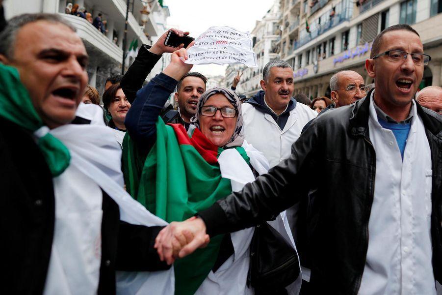 Manifestation des étudiants et des professionnels de santé contre Abdelaziz Bouteflika à Alger, le 19 mars 2019.