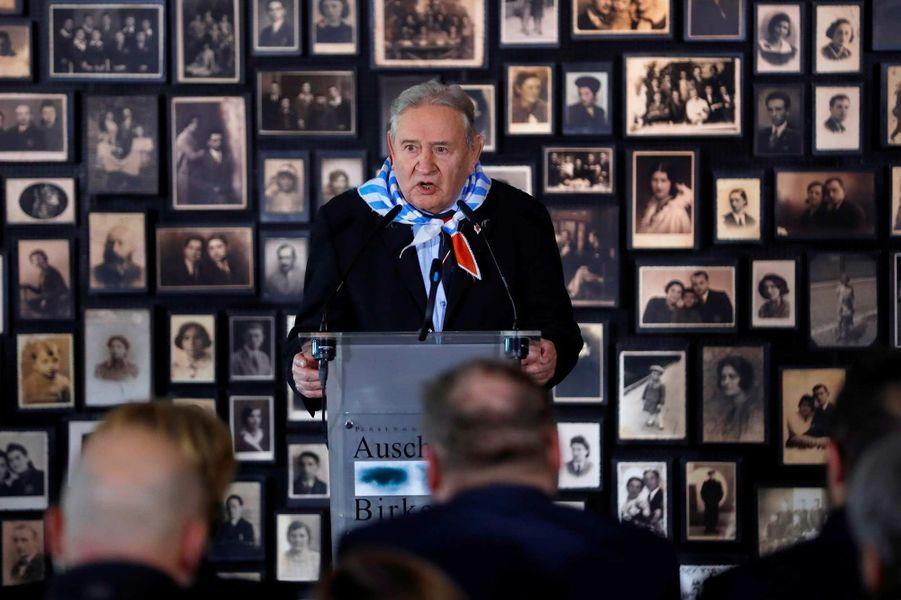 Bogdan Bartnikowski, survivant du camp d'Auschwitz, a pris la parole.