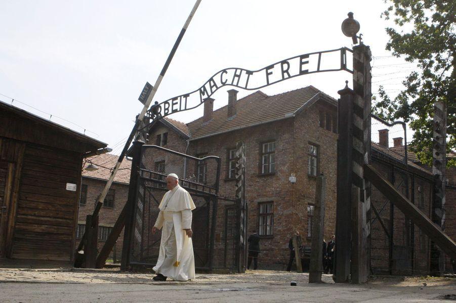 A Auschwitz, l'émouvante rencontre du Pape avec des survivants