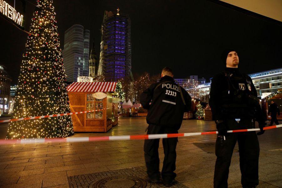 Un Camion Percute La Foule D'un Marché De Noël À Berlin 10