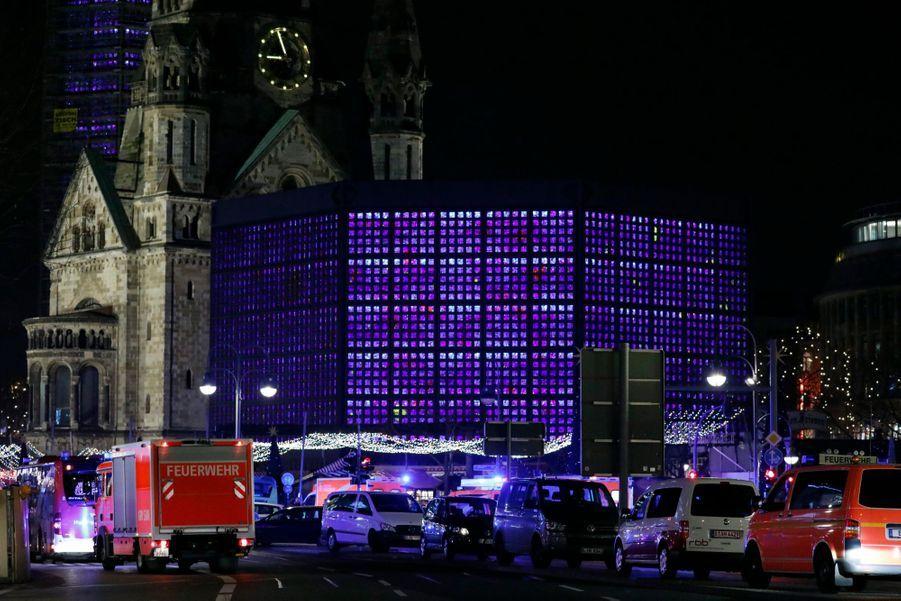 Un Camion Percute La Foule D'un Marché De Noël À Berlin 12