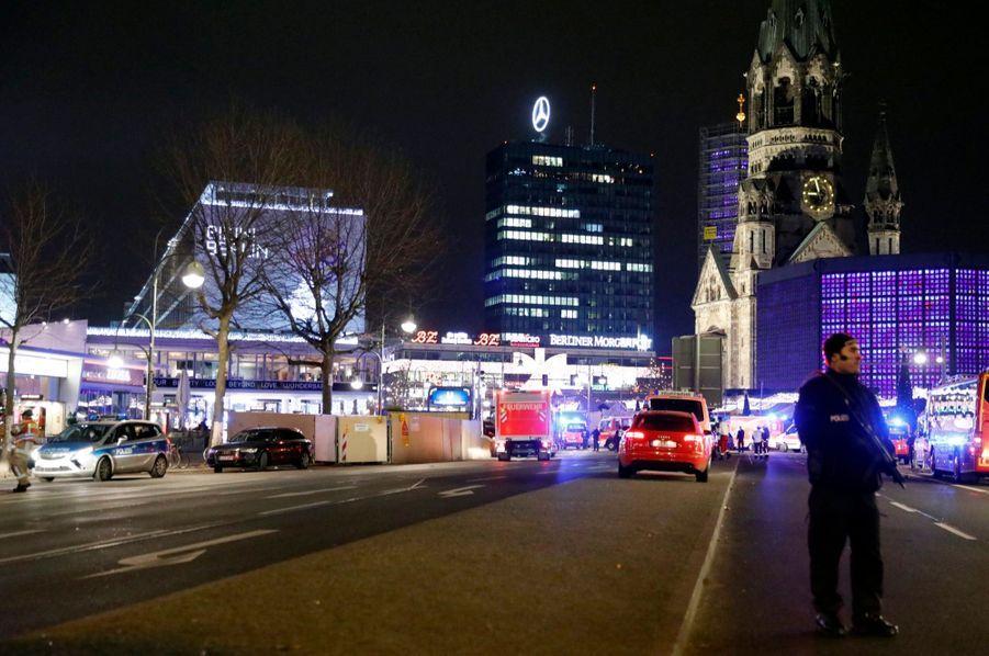 Un Camion Percute La Foule D'un Marché De Noël À Berlin 13