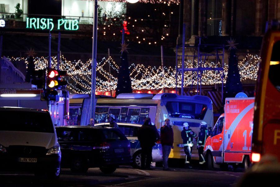 Un Camion Percute La Foule D'un Marché De Noël À Berlin 15