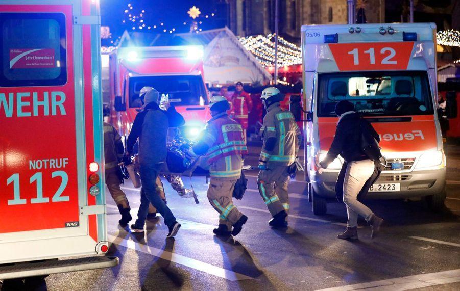 Un Camion Percute La Foule D'un Marché De Noël À Berlin 21