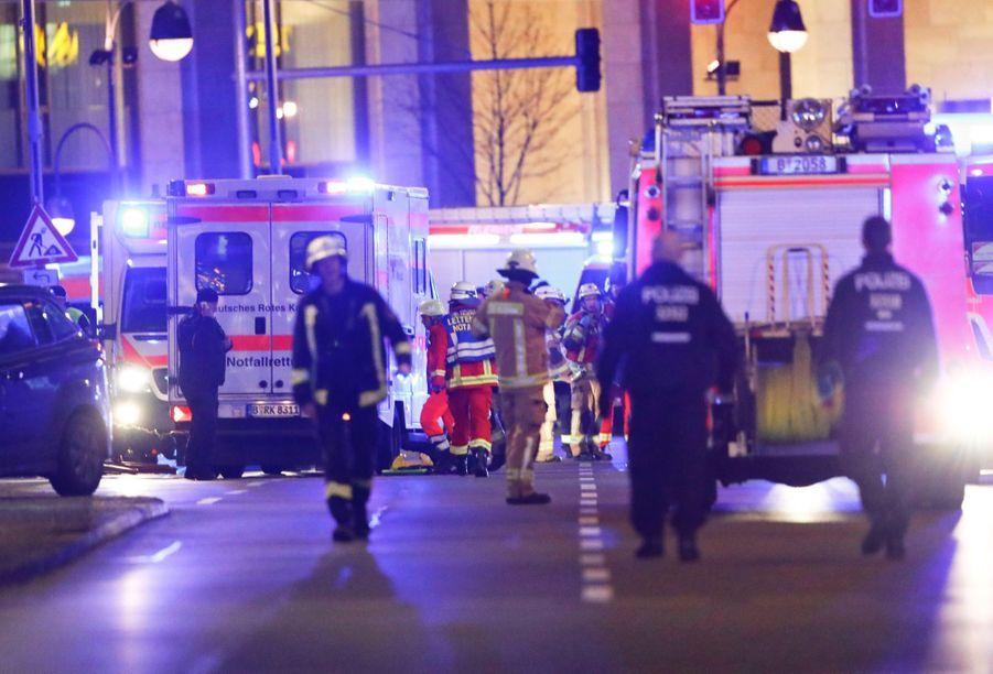 Un Camion Percute La Foule D'un Marché De Noël À Berlin 3