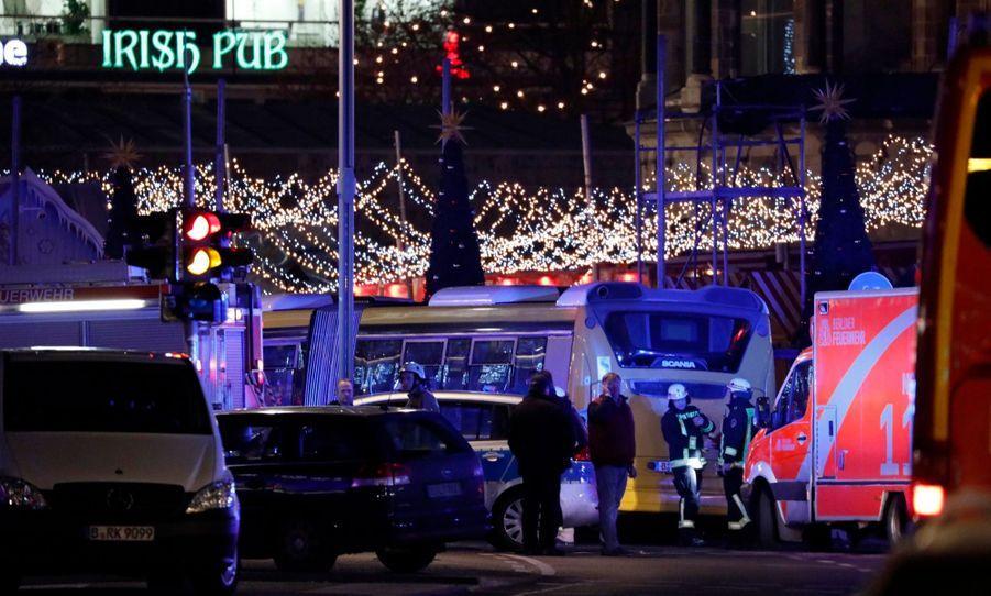 Un Camion Percute La Foule D'un Marché De Noël À Berlin 8