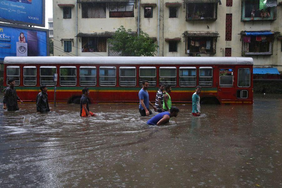 Au moins cinq personnes ont été tuées dans les inondations à Bombay, en Inde.