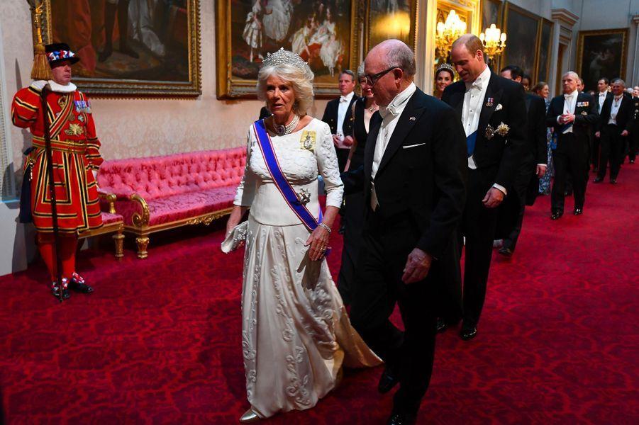 Camilla, duchesse de Cornouailles, et l'ambassadeur américain au Royaume-Uni Robert Wood Johnson à Buckingham Palace, le 3 juin 2019.