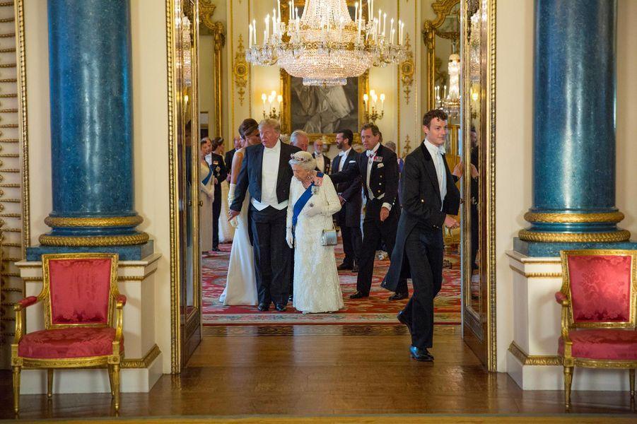Donald et Melania Trump, avec la reine Elizabeth II, le prince Charles et Camilla, duchesse de Cornouailles, à Buckingham Palace, le 3 juin 2019.