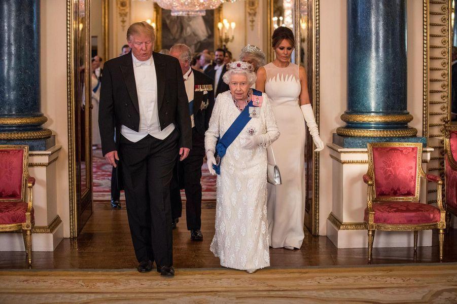 Donald Trump avec la reine Elizabeth II et Melania Trump à Buckingham Palace, le 3 juin 2019.