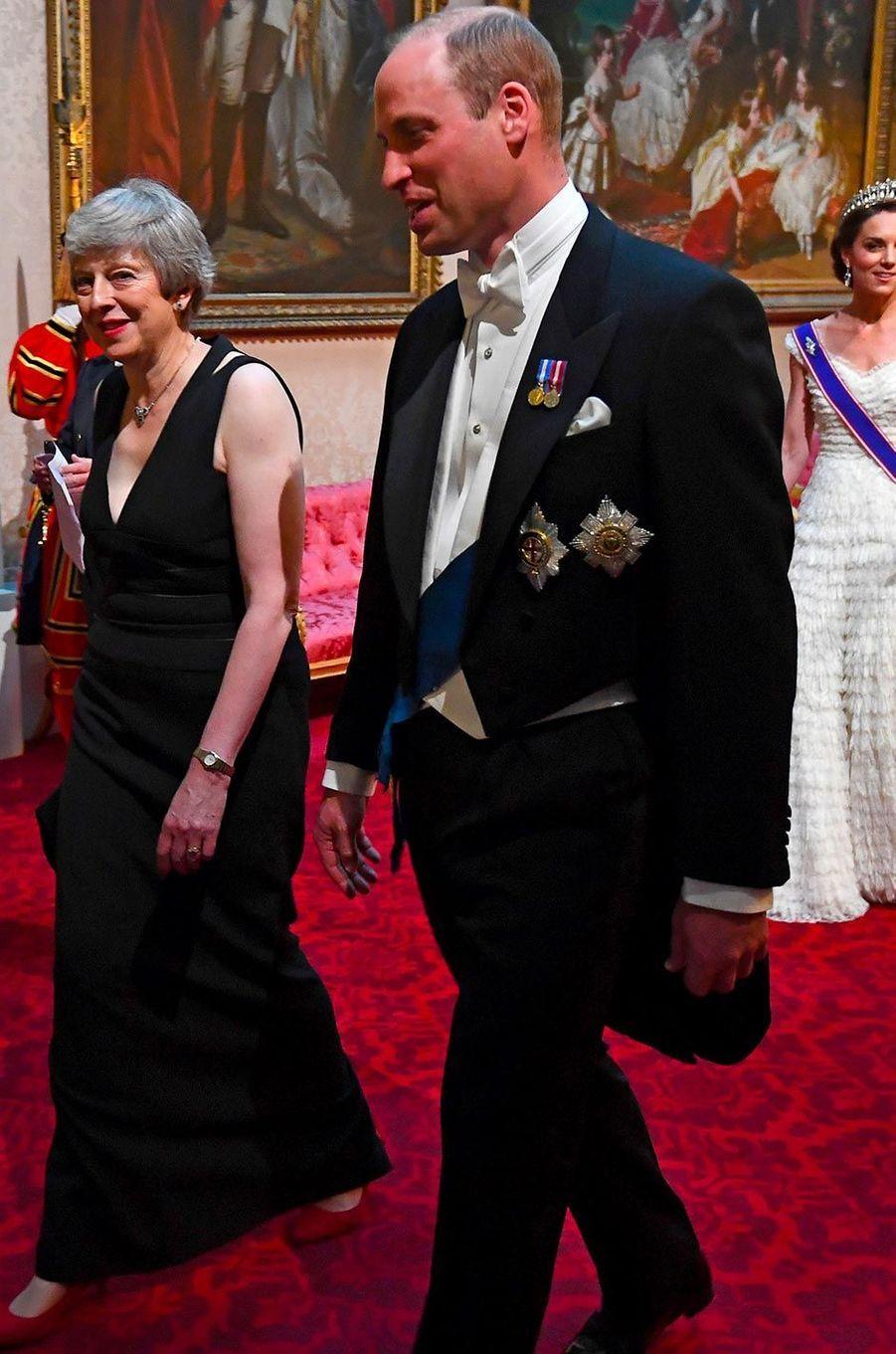 Theresa May et le prince William àBuckingham Palace, le 3 juin 2019.