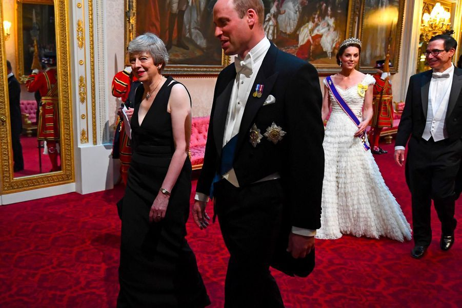 Theresa May et le prince William à Buckingham Palace, le 3 juin 2019.
