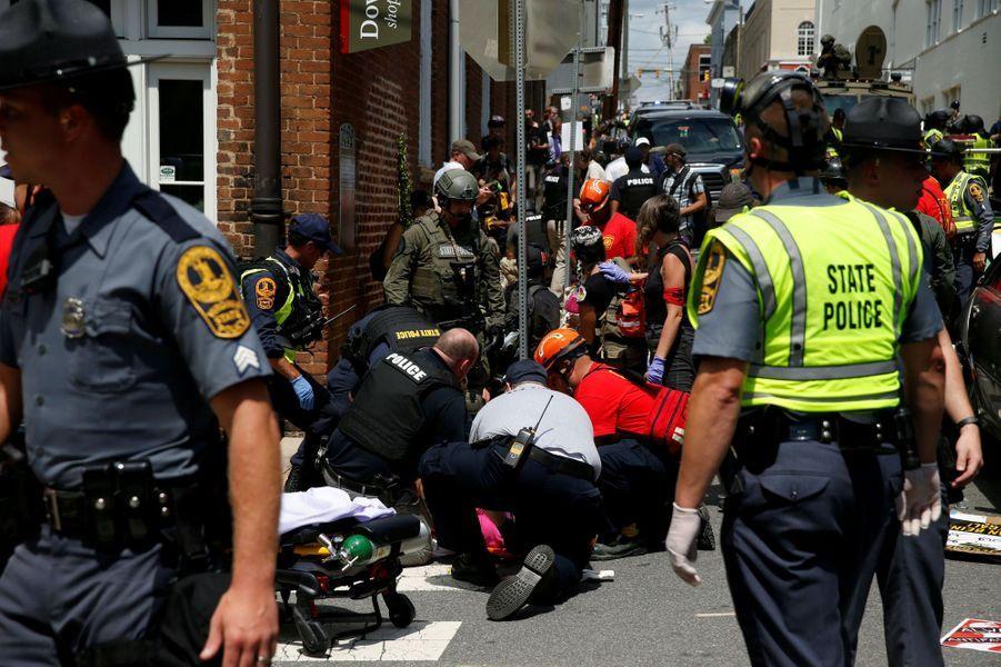 Une femme a été tuée dans une manifestation de néo-nazis et de suprémacistes blancs à Charlottesville, le 12 août 2017.