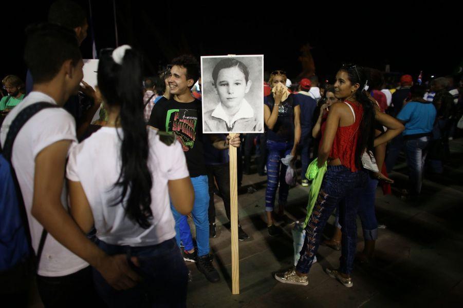 A Cuba, Des Funérailles Dans L'intimité Pour Fidel Castro 10