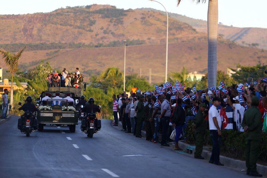 A Cuba, Des Funérailles Dans L'intimité Pour Fidel Castro 17