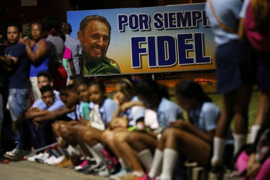A Cuba, Des Funérailles Dans L'intimité Pour Fidel Castro 20