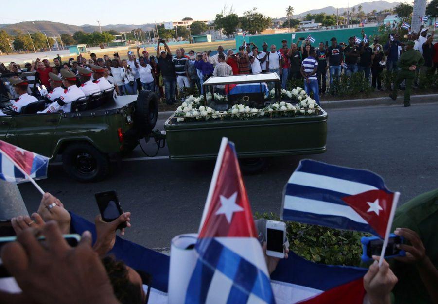 A Cuba, Des Funérailles Dans L'intimité Pour Fidel Castro 22