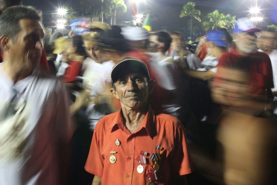 A Cuba, Des Funérailles Dans L'intimité Pour Fidel Castro 8