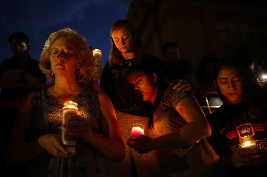 Recueillement après la fusillade d'El Paso, au Texas, où 20 personnes ont été tuées.