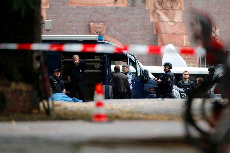 A Halle, en Allemagne, le 9 octobre 2019, après l'attaque contre une synagogue et un restaurant turc qui a fait deux morts.