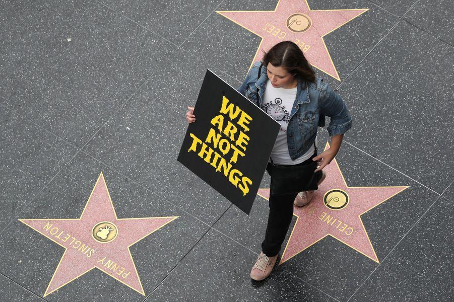 Les femmes se sont réunies dimanche sur Hollywood Boulevard.