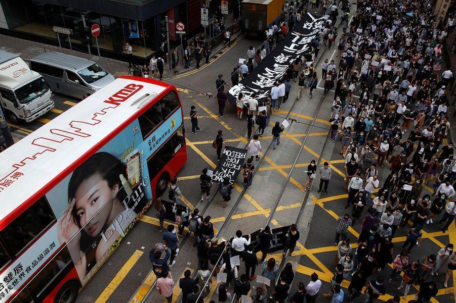 Manifestation pour la mémoire de Chow Tsz-lok, vendredi à Hong Kong.