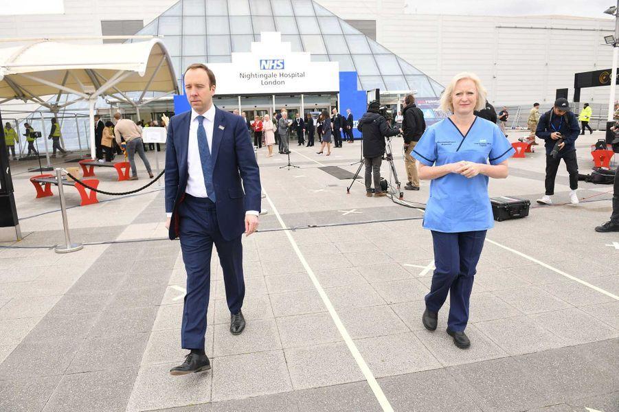 Le ministre de la Santé Matt Hancock à l'inauguration de l'hôpital de campagne, à Londres, vendredi