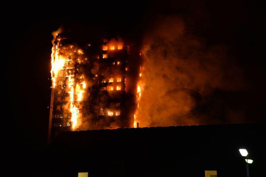 L'incendie s'est déclaré au coeur de la nuit : les pompiers ont été appelés vers 1h15 du matin mercredi.