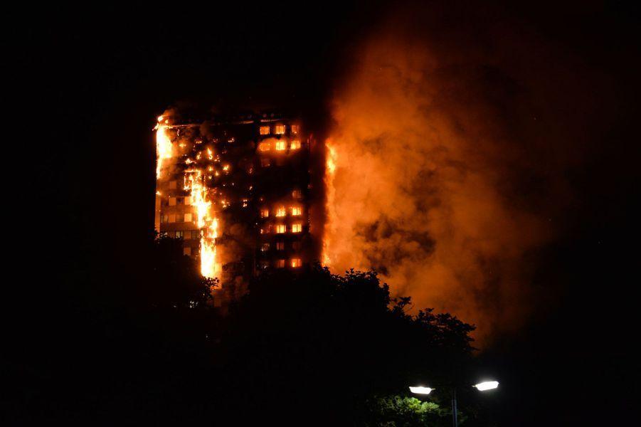 Parti du deuxième étage, le feu s'est étendu jusqu'au 27ème étage.