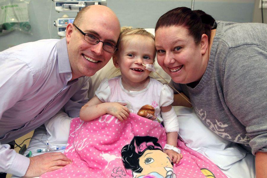 La petite Sophie, atteinte d'une malformation congénitale, a reçu une greffe de coeur à Noël.