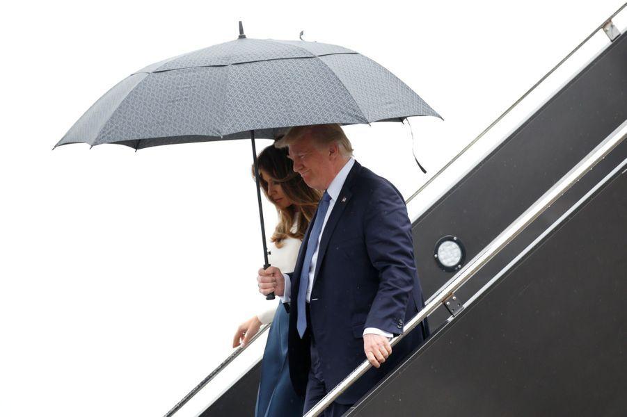 Donald et Melania Trump descendant d'Air Force One à l'aéroport de Newark, dans le New Jersey, le 14 juillet 2017.