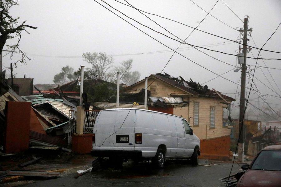 AGuayama, à Porto-Rico, un photographe de Reuters assiste au passage de l'ouragan.