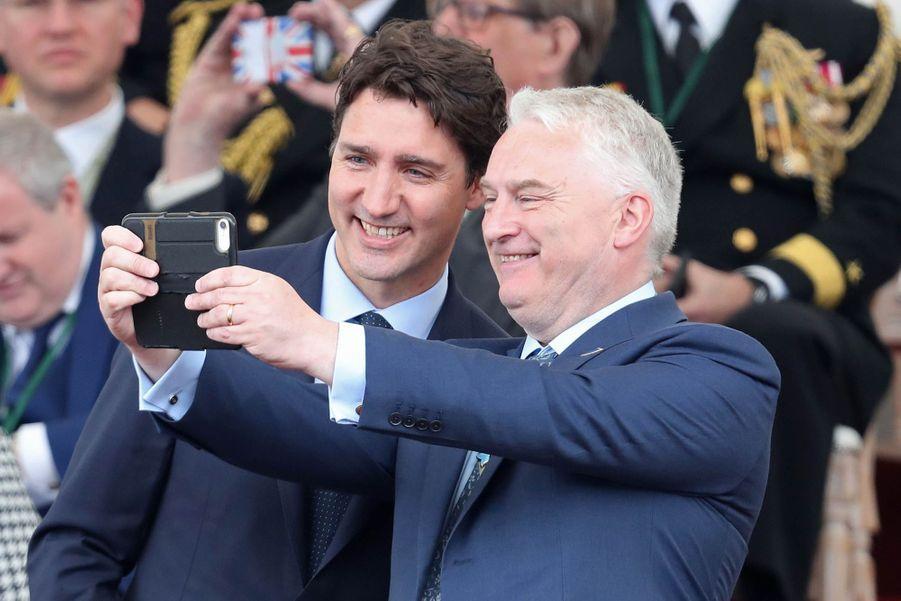 Justin Trudeau prend la pose pour un «selfie».