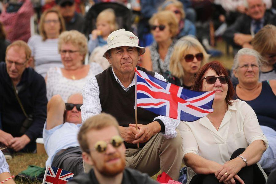 Le public célèbre le 75e anniversaire du Débarquement.