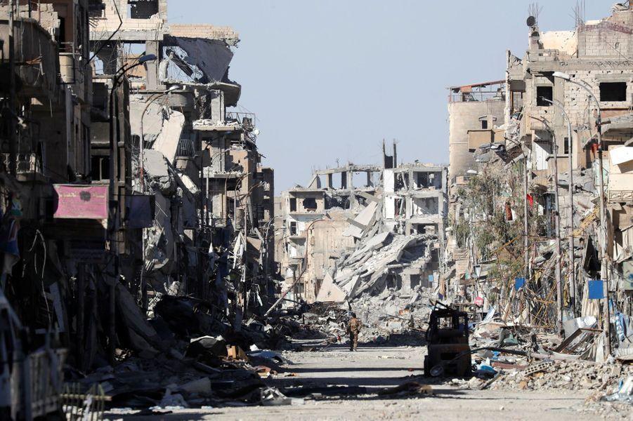 Scène de dévastation près de la place de l'Horloge à Raqqa, le 18 octobre 2017.