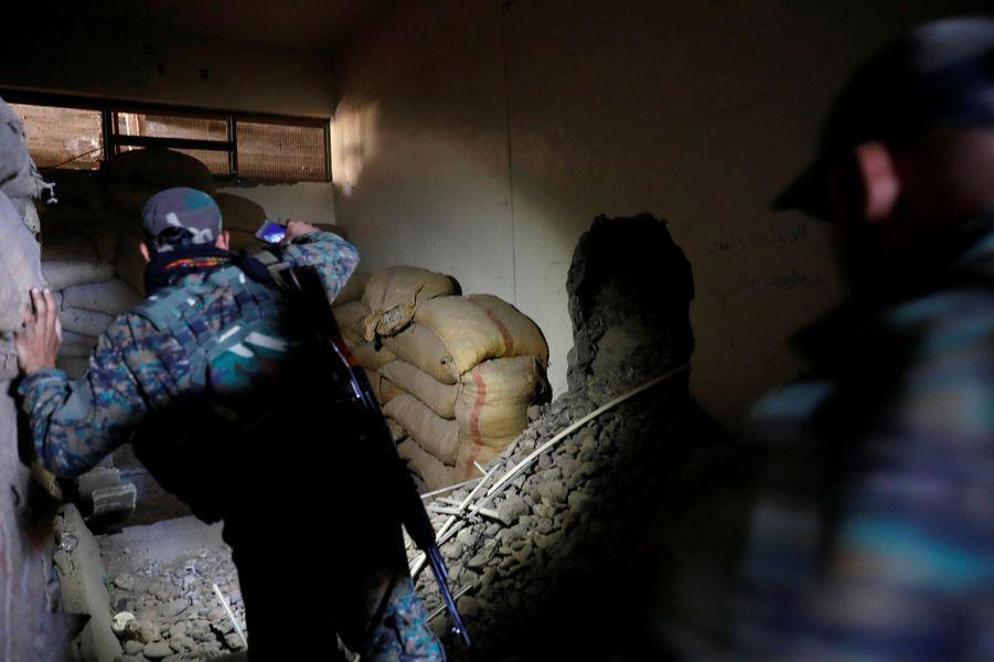 Dans les sous-sols du stade de Raqqa, transformé en bunker par les jihadistes du groupe terroriste Etat islamique, le 18 octobre 2017.