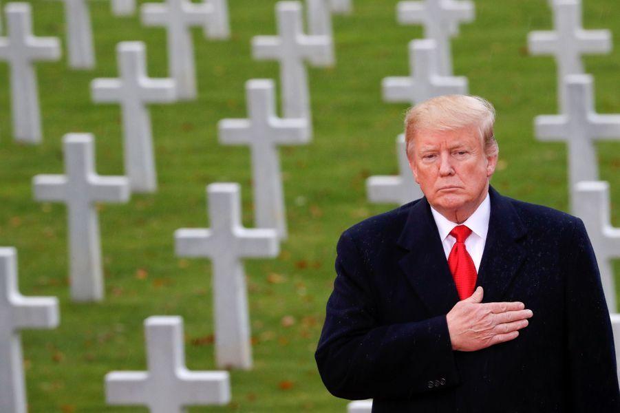 Le président américainDonald Trumps'est rendu dimanche après-midi au cimetière américain de Suresnes.
