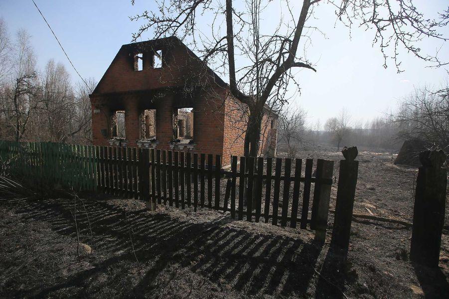 Une maison brûlée dans l'incendie