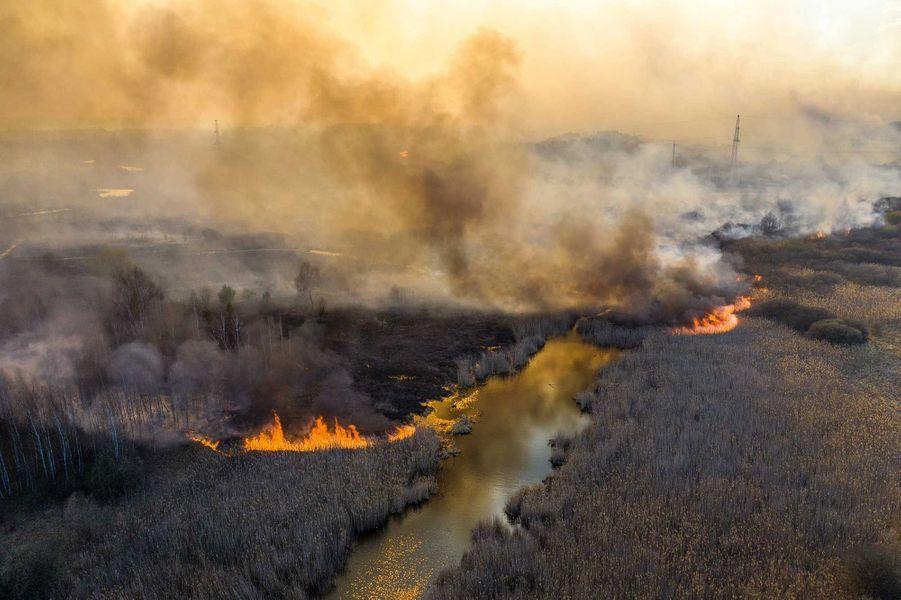 Le feu serait tout proche de la centrale — Incendie à Tchernobyl