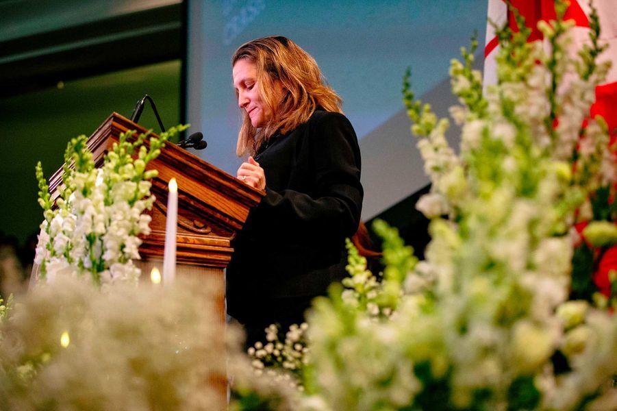 Un hommage a été rendu, dimanche à Toronto, aux victimes du crash en Iran. Ici, la vice-Première ministre Chrystia Freeland.