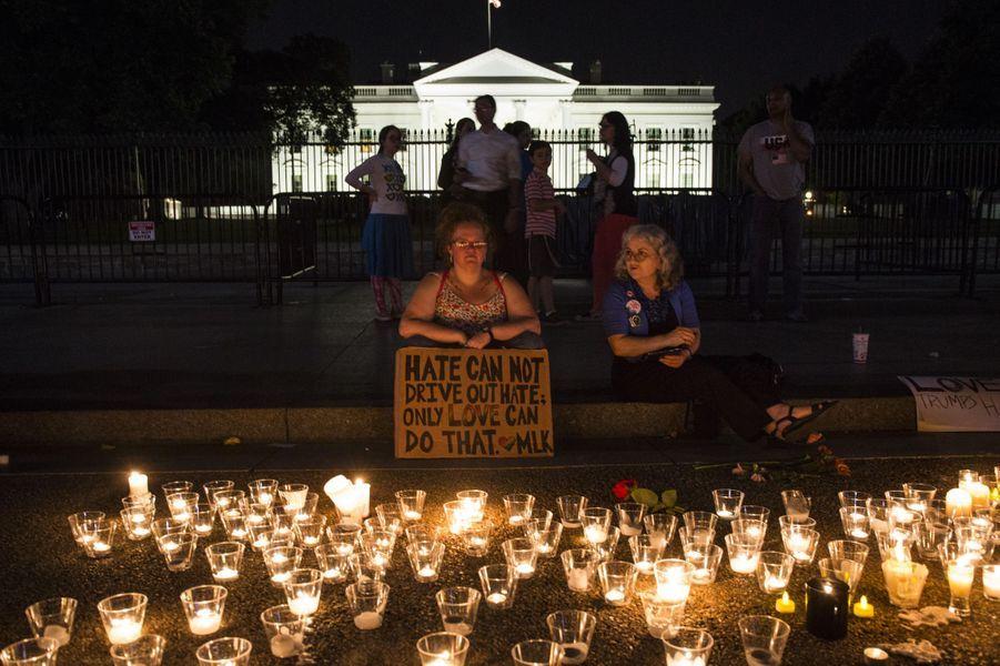 A Washington, devant la Maison Blanche.