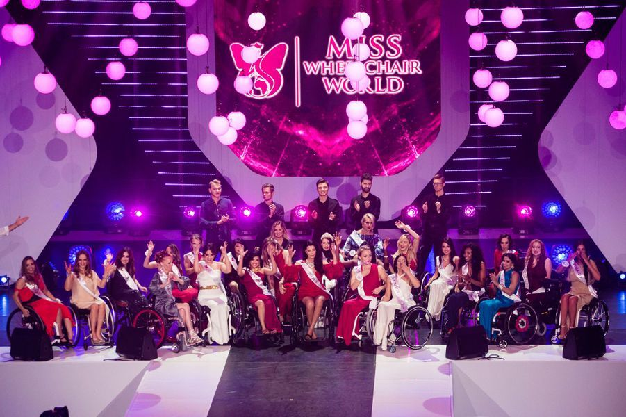 Les candidates du concours Miss Monde en fauteuil roulant.