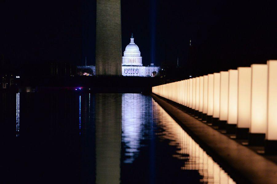 Les 400 lumières allumées en hommage aux 400 000 morts du covid-19.