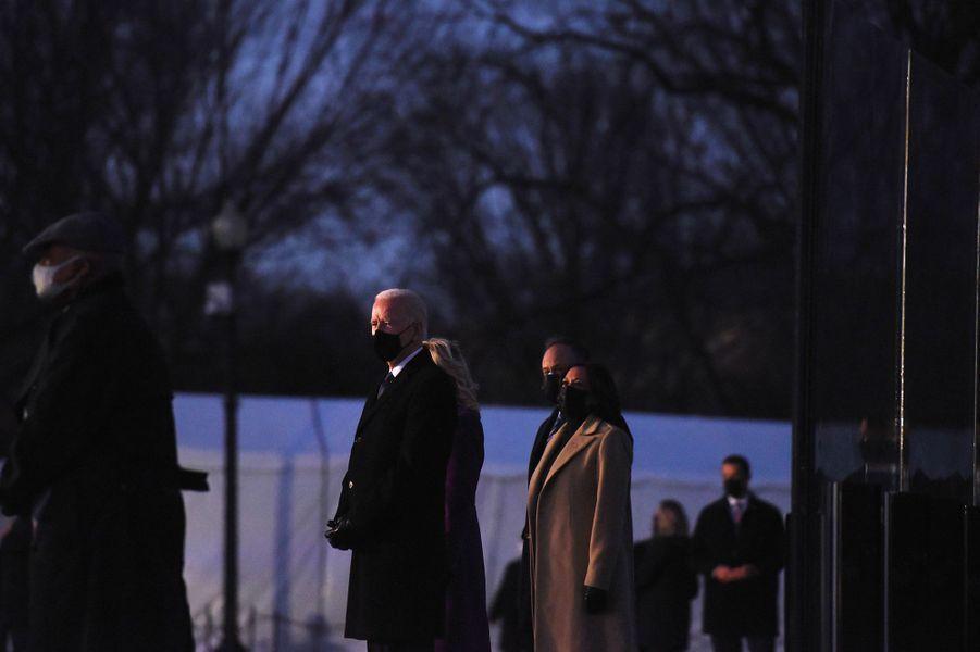 Kamala Harris et son époux, à côté de Joe Biden et sa femme